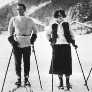 Chamonix 2 personnages ski retouché yeux